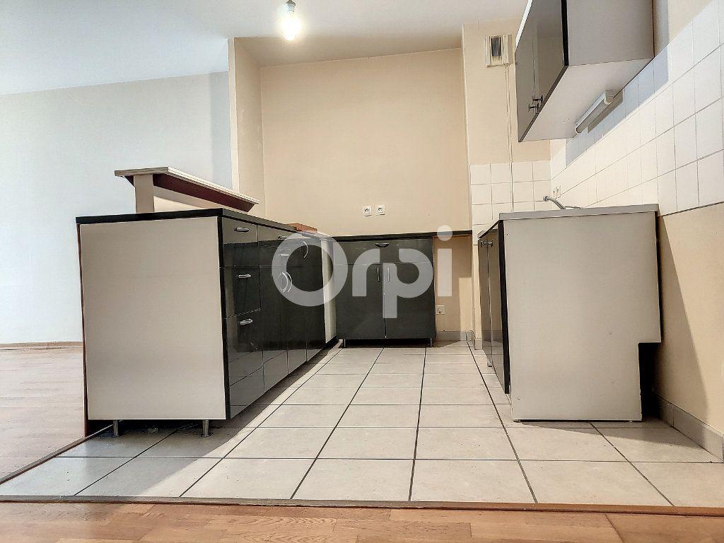 Appartement à louer 3 64.1m2 à Orléans vignette-4
