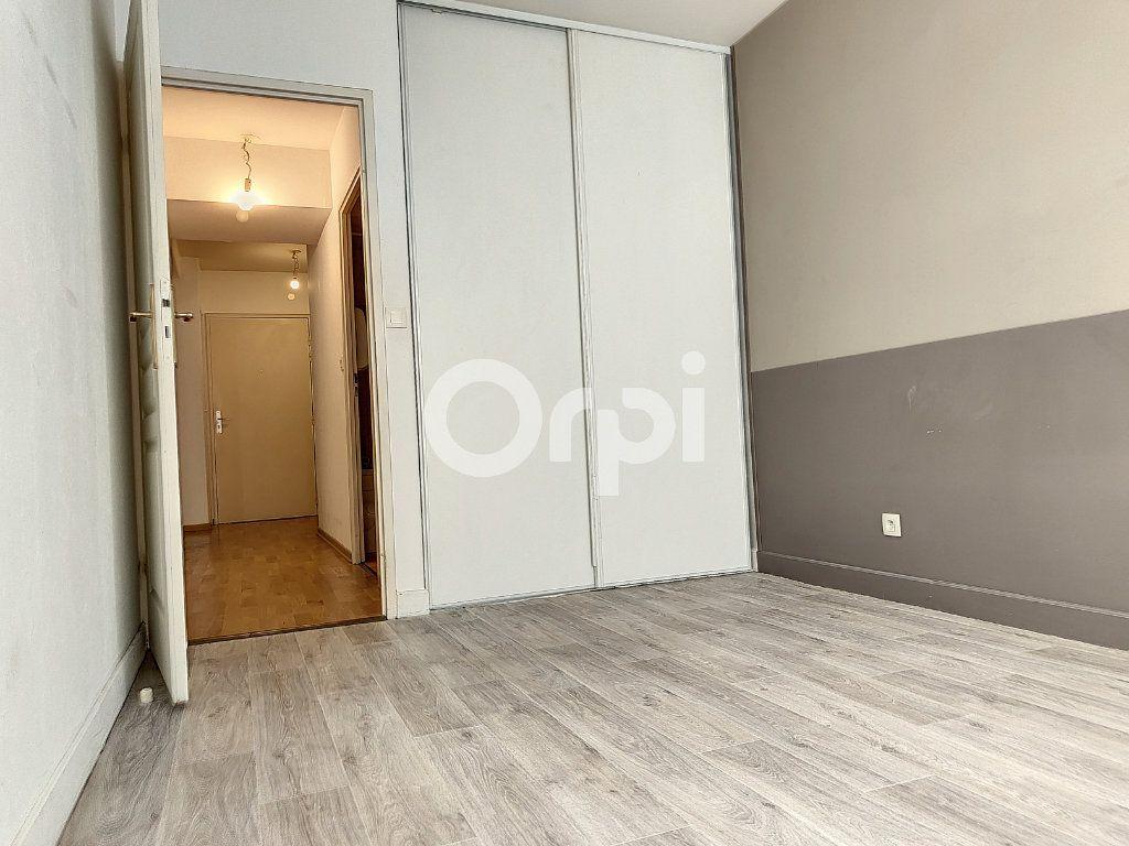 Appartement à louer 3 64.1m2 à Orléans vignette-7