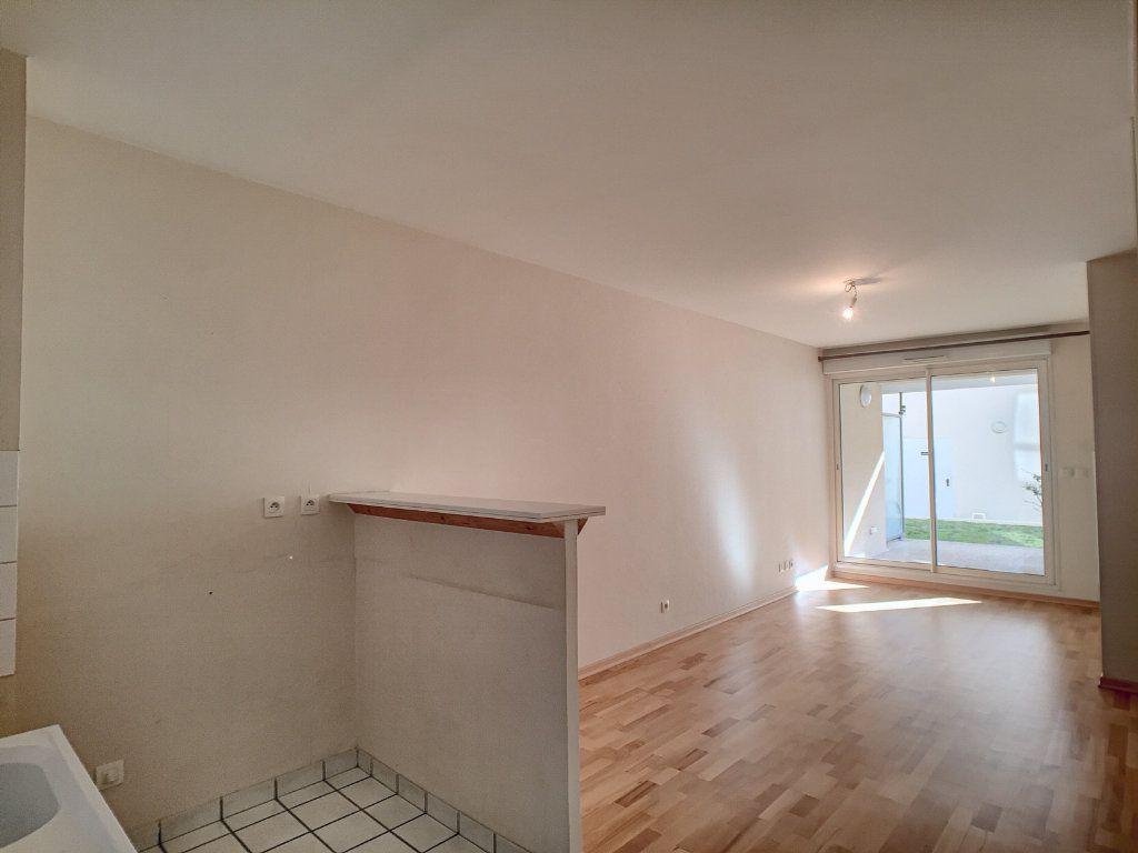 Appartement à louer 2 43.4m2 à Orléans vignette-3