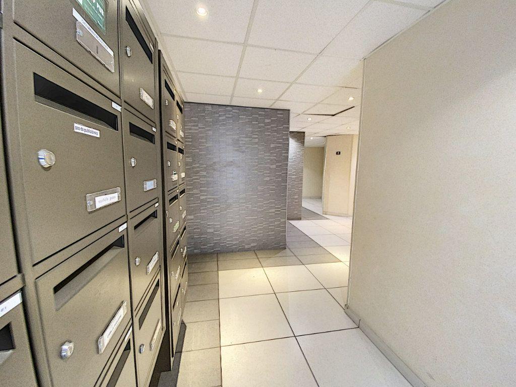 Appartement à louer 2 43.4m2 à Orléans vignette-10