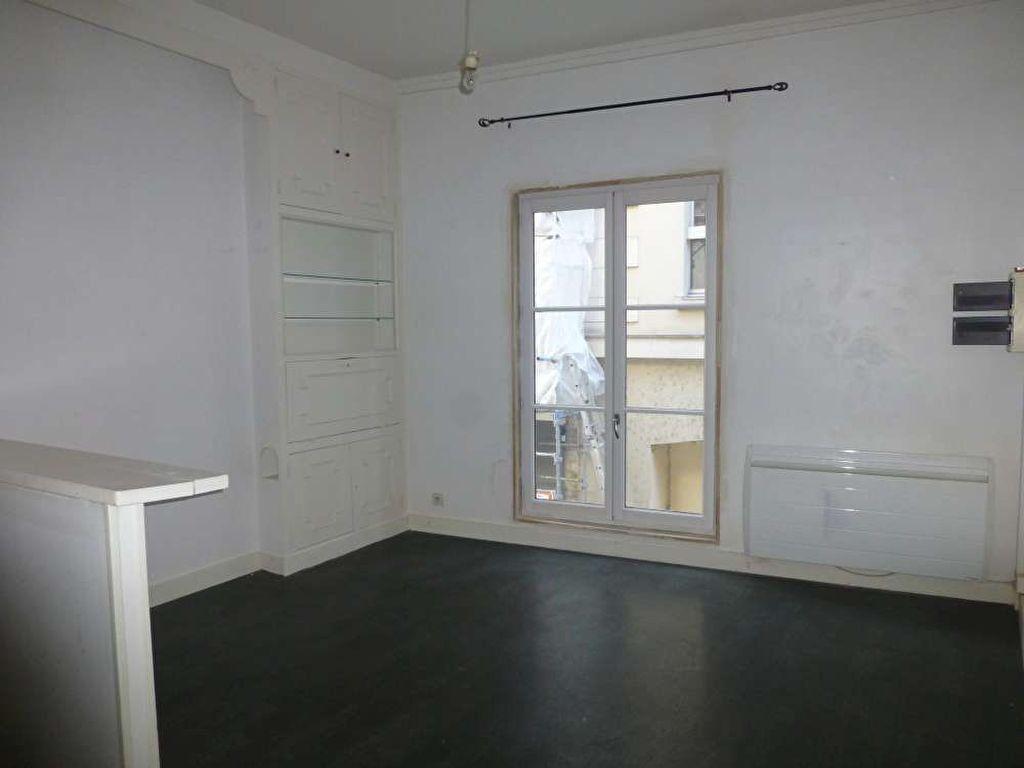 Appartement à louer 1 30.8m2 à Orléans vignette-1