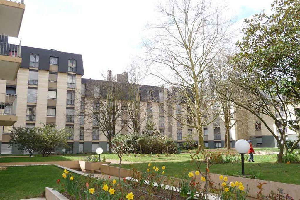 Appartement à louer 2 51.2m2 à Orléans vignette-1