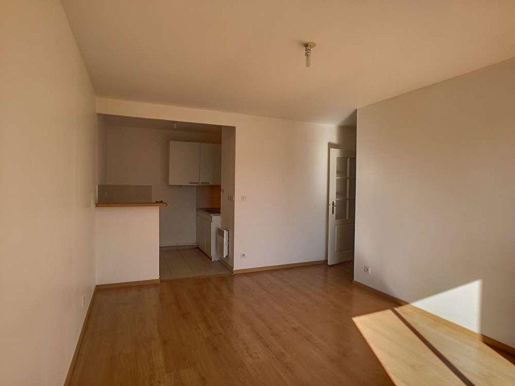 Appartement à louer 2 41.75m2 à Orléans vignette-2