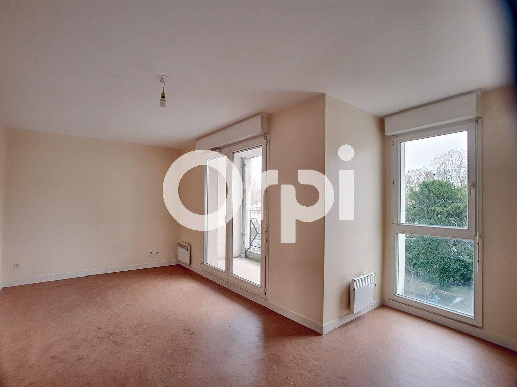 Appartement à louer 2 41.31m2 à Orléans vignette-1