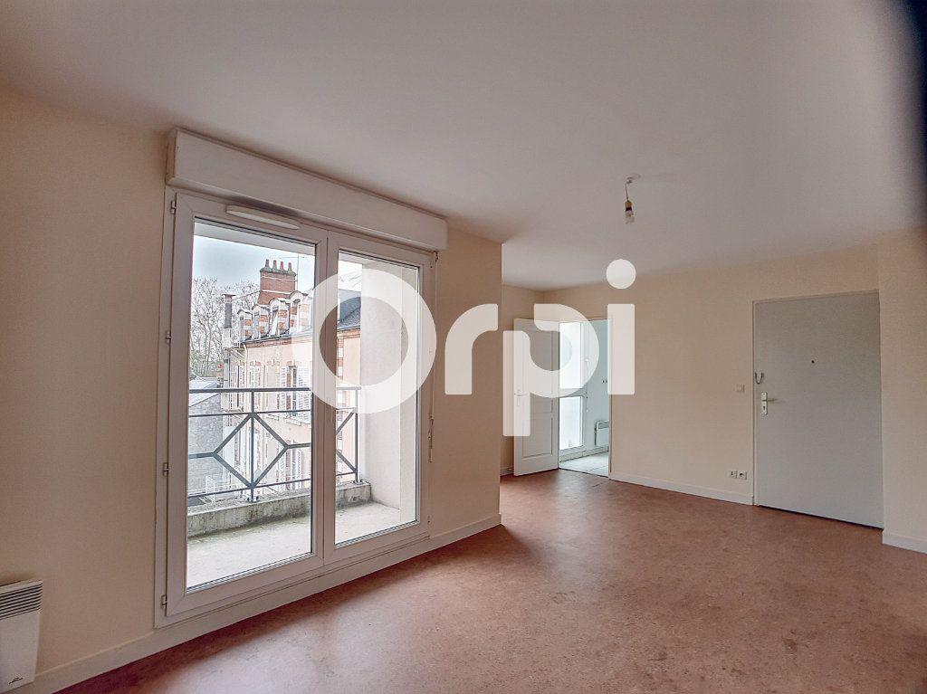 Appartement à louer 2 41.31m2 à Orléans vignette-2