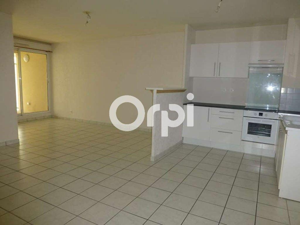Appartement à louer 3 64.02m2 à Orléans vignette-2