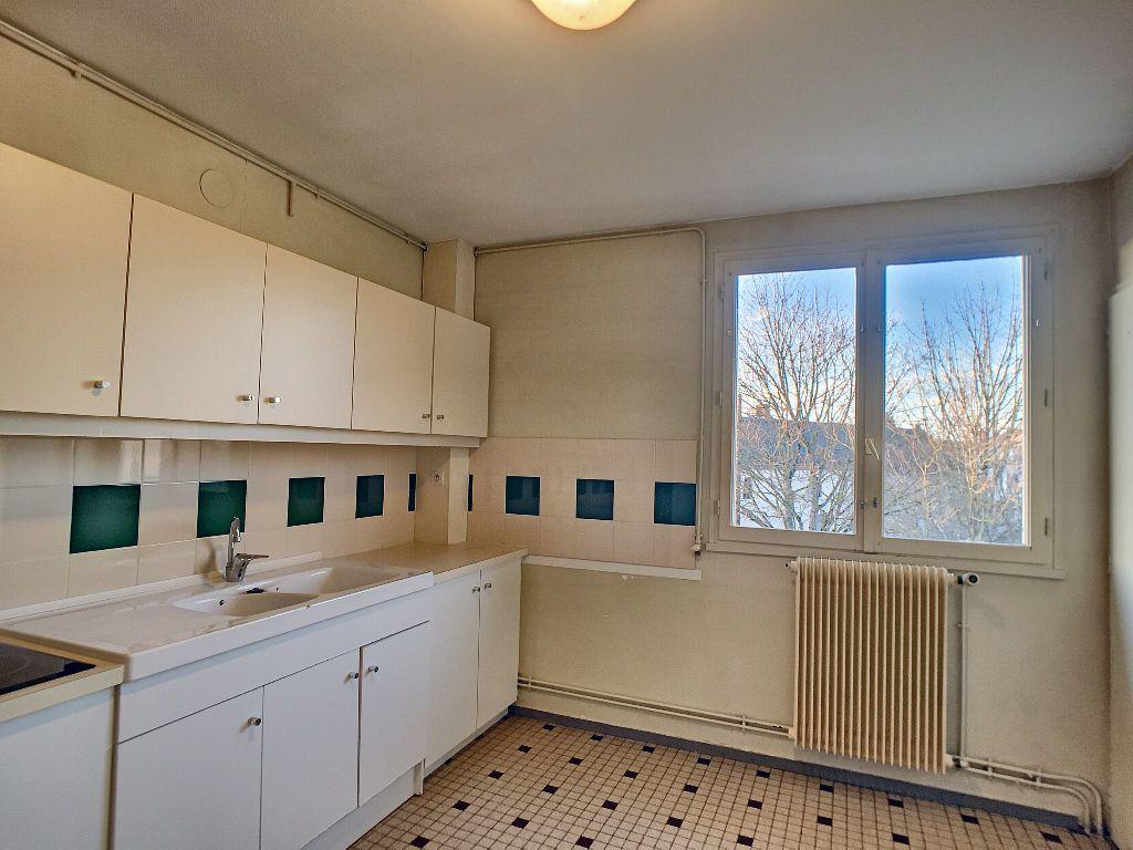 Appartement à louer 5 85.9m2 à La Chapelle-Saint-Mesmin vignette-2