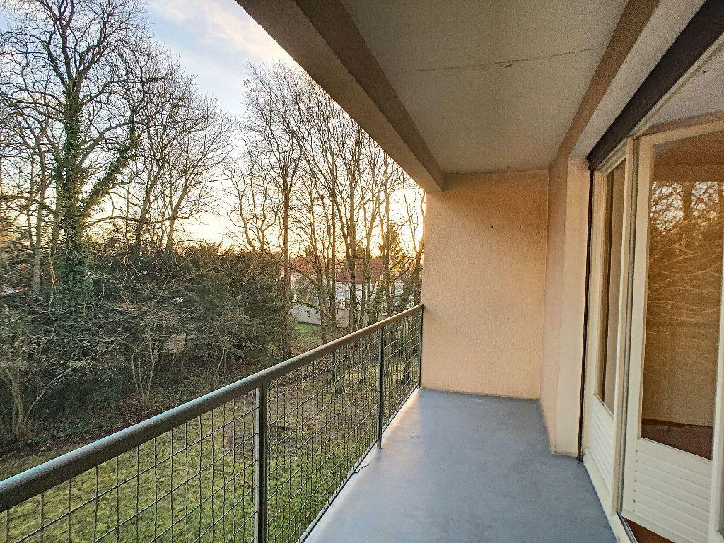 Appartement à louer 5 85.9m2 à La Chapelle-Saint-Mesmin vignette-3
