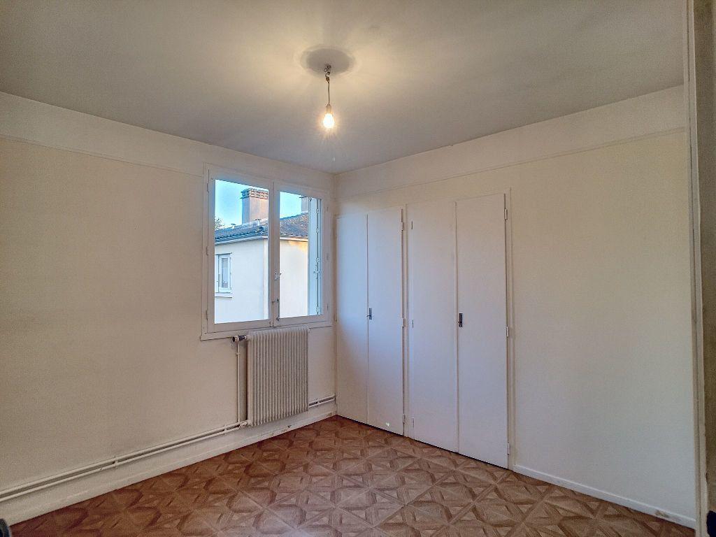 Appartement à louer 5 85.9m2 à La Chapelle-Saint-Mesmin vignette-4