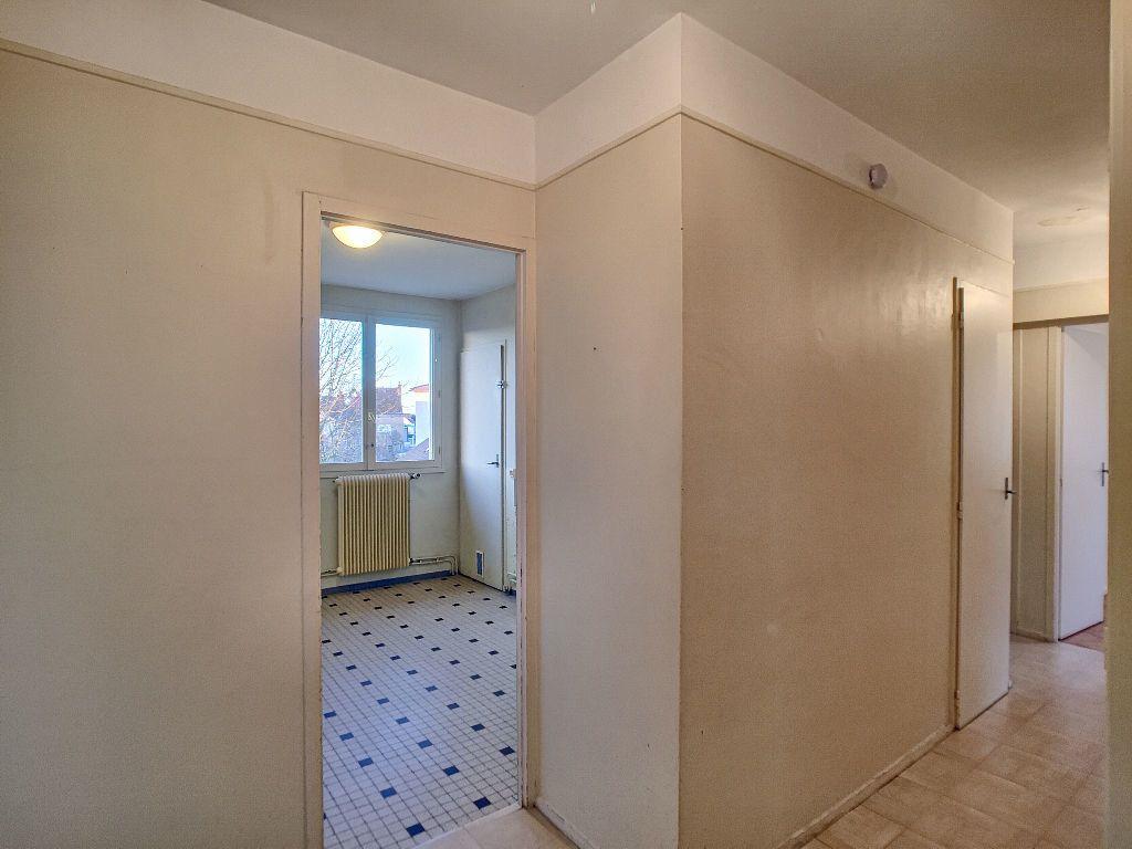 Appartement à louer 5 85.9m2 à La Chapelle-Saint-Mesmin vignette-8