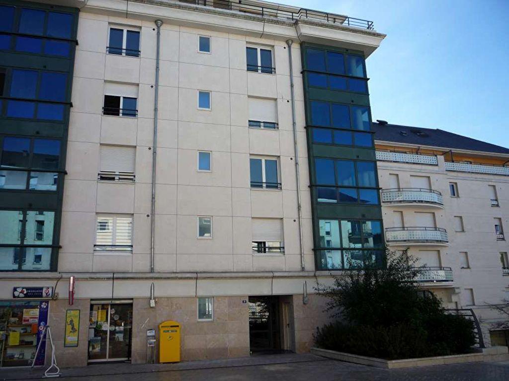 Appartement à louer 3 71.5m2 à Orléans vignette-2