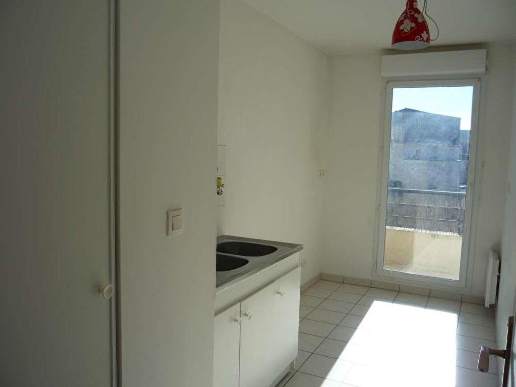 Appartement à louer 3 71.5m2 à Orléans vignette-3