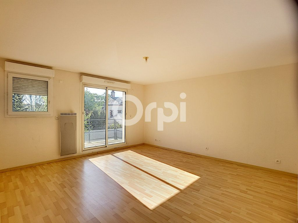 Appartement à louer 3 65.05m2 à Orléans vignette-1