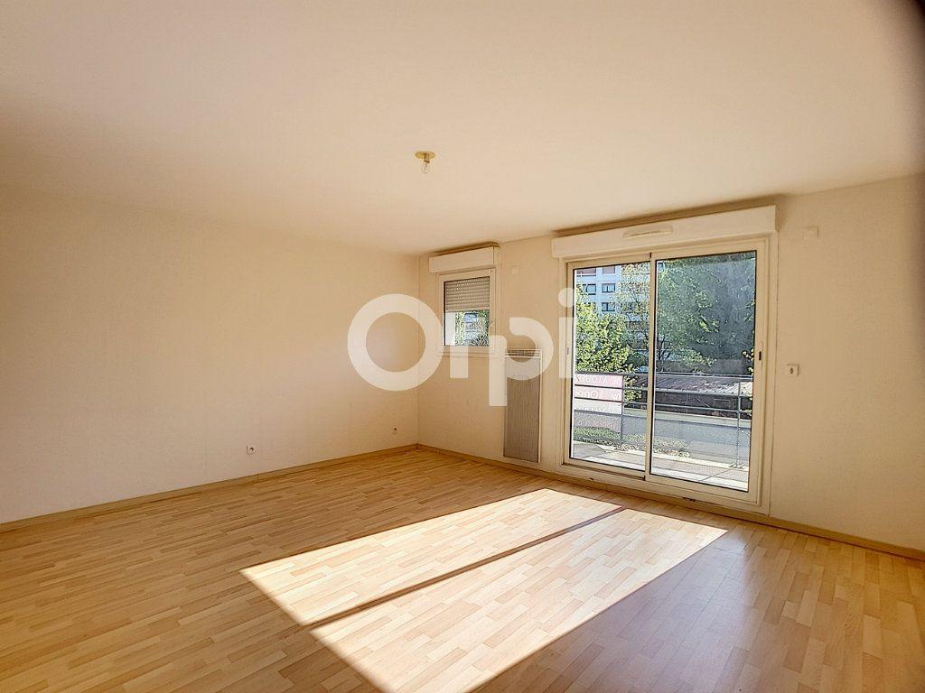 Appartement à louer 3 65.05m2 à Orléans vignette-2