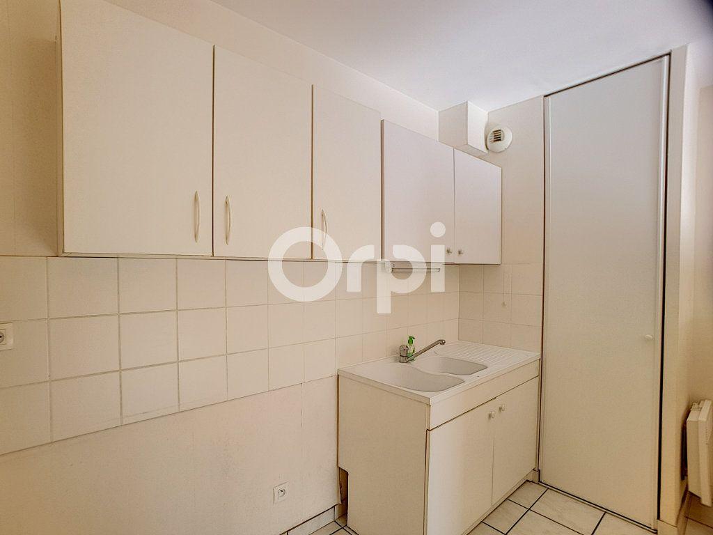 Appartement à louer 3 65.05m2 à Orléans vignette-3