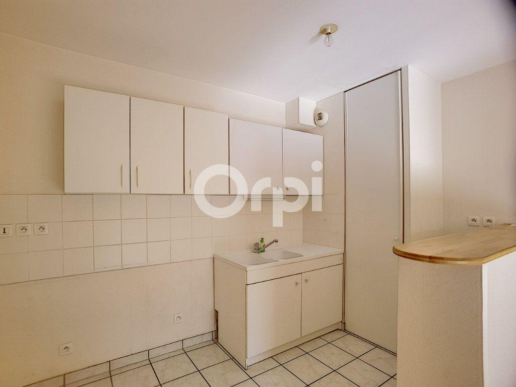 Appartement à louer 3 65.05m2 à Orléans vignette-4