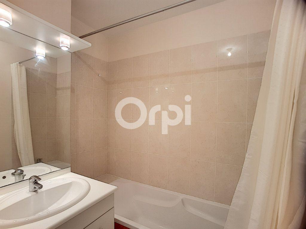 Appartement à louer 3 65.05m2 à Orléans vignette-8