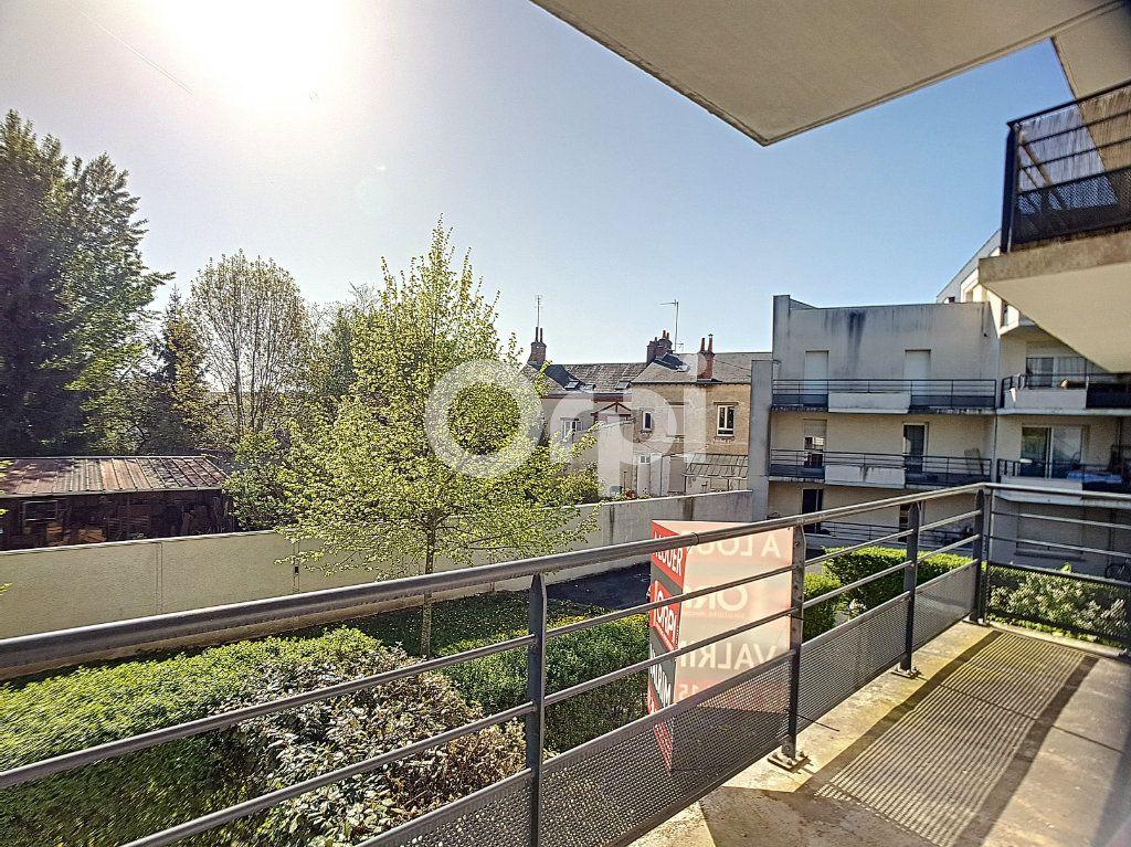 Appartement à louer 3 65.05m2 à Orléans vignette-9