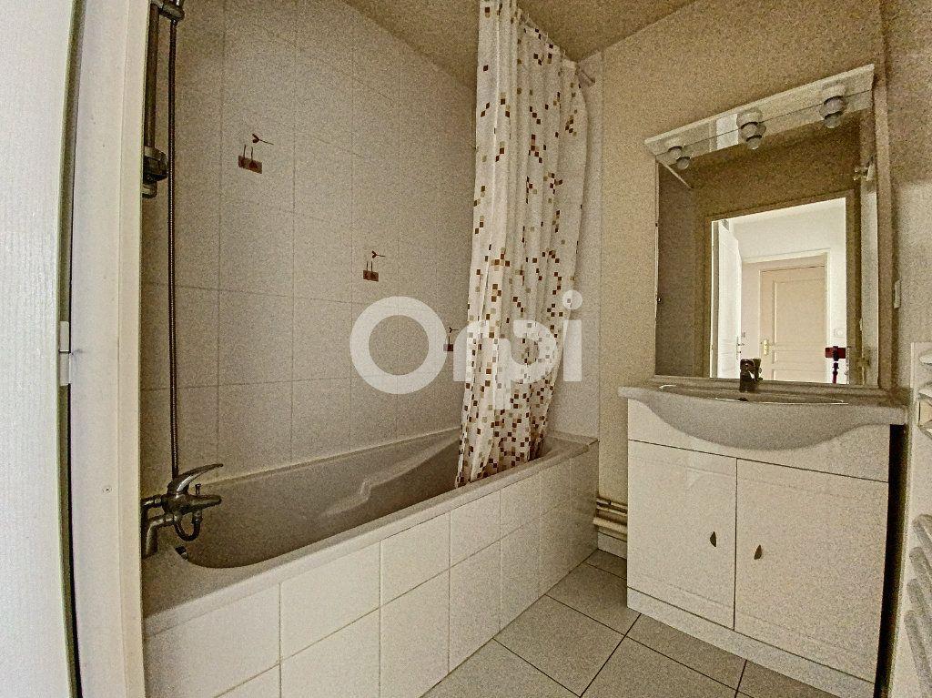 Appartement à louer 3 63.65m2 à Orléans vignette-13