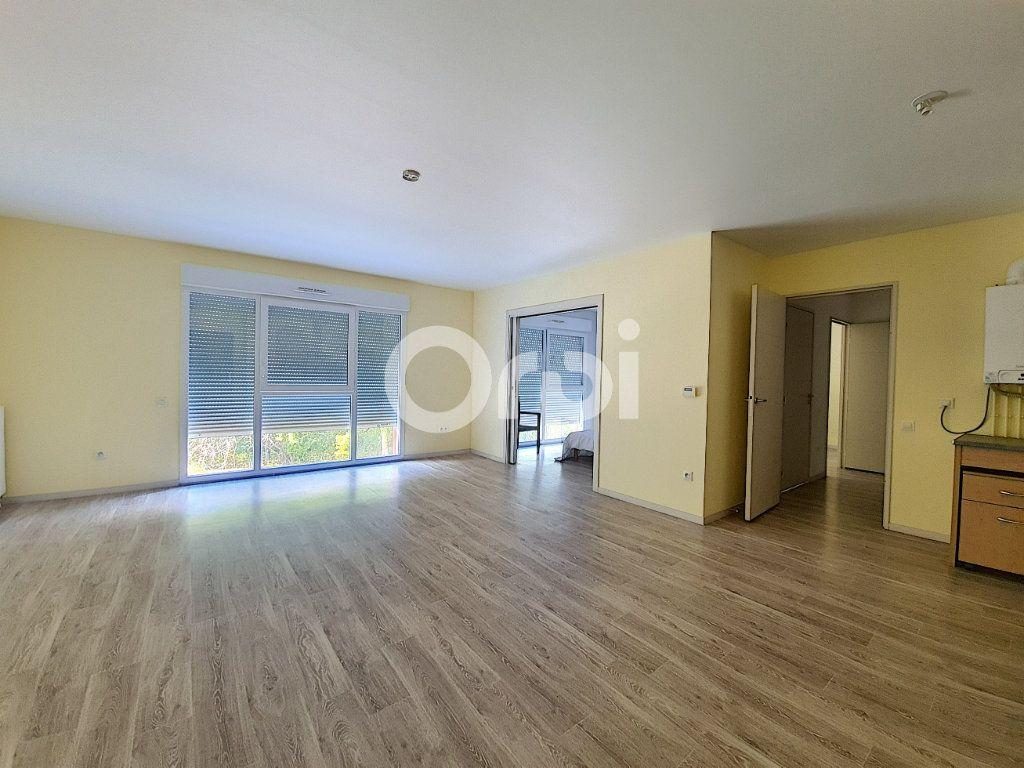 Appartement à louer 3 65.88m2 à Saint-Cyr-en-Val vignette-3