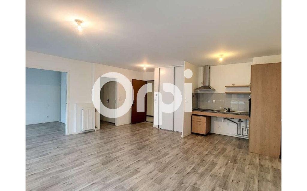 Appartement à louer 3 62.05m2 à Orléans vignette-2