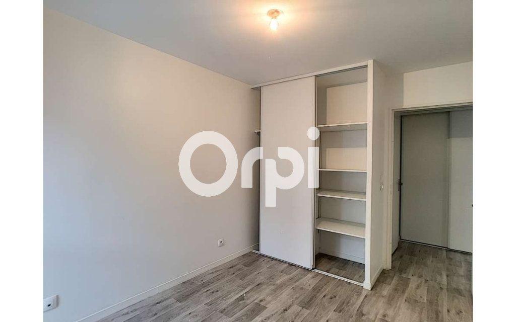 Appartement à louer 3 62.05m2 à Orléans vignette-3