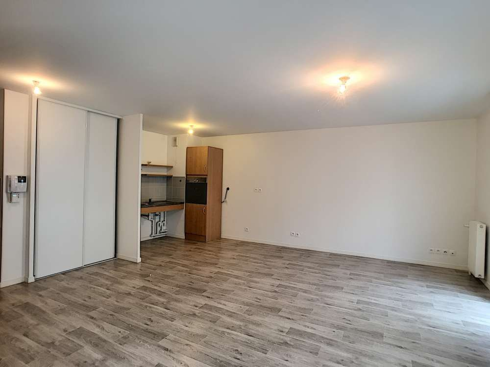 Appartement à louer 3 62.05m2 à Orléans vignette-5