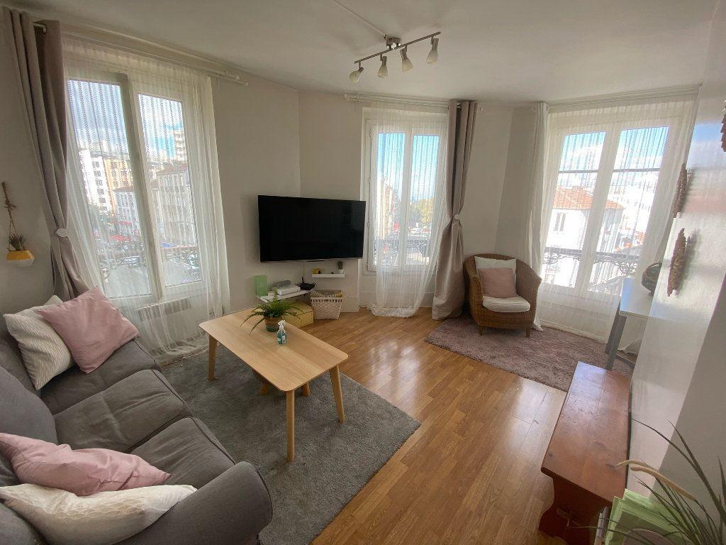 Appartement à louer 2 40.5m2 à Les Lilas vignette-1