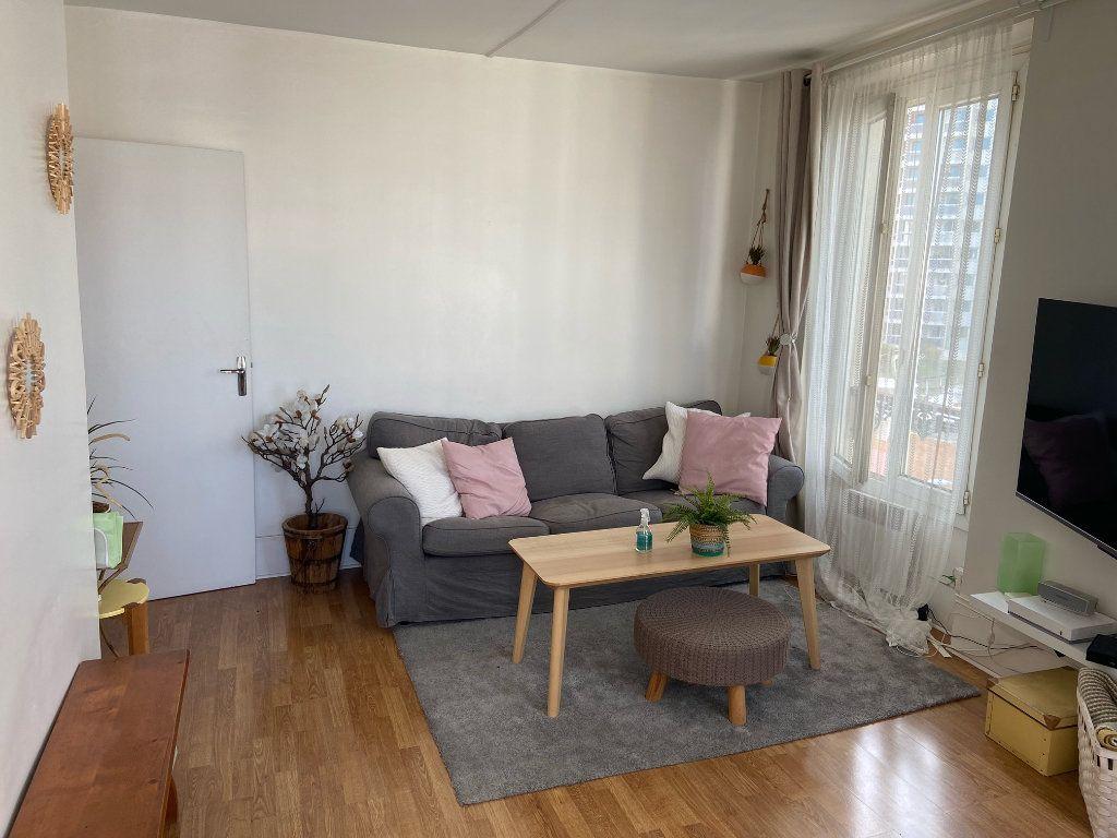Appartement à louer 2 40.5m2 à Les Lilas vignette-3