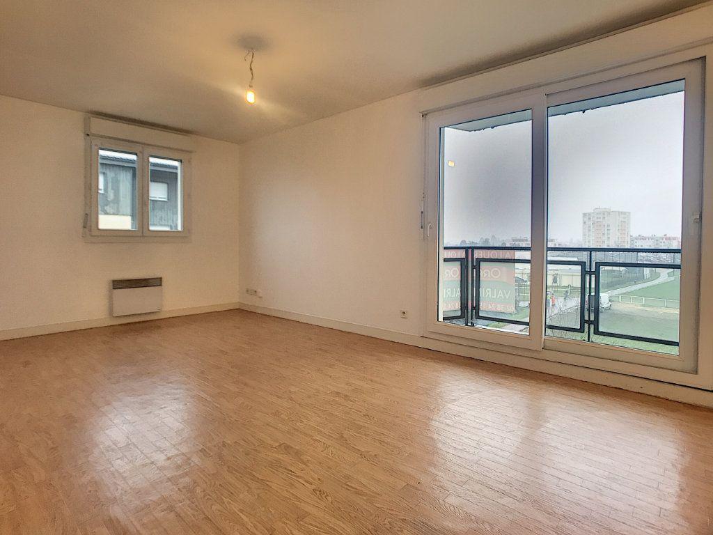 Appartement à louer 2 42.3m2 à Saint-Jean-de-Braye vignette-2