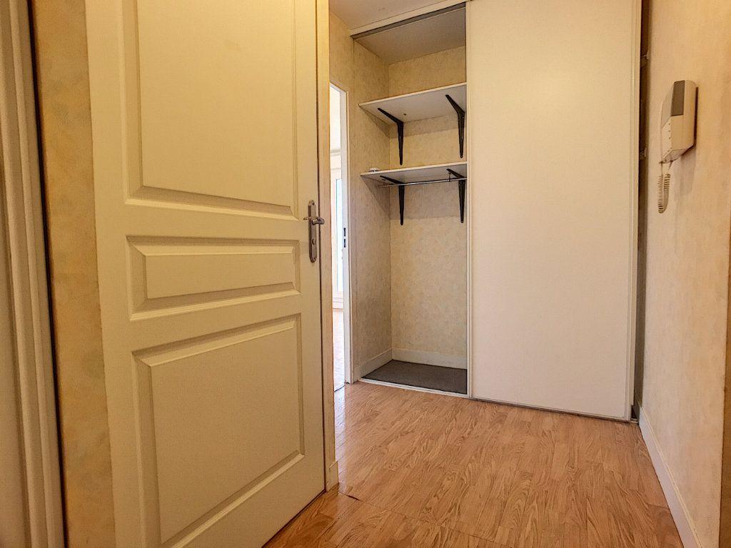 Appartement à louer 2 42.3m2 à Saint-Jean-de-Braye vignette-6