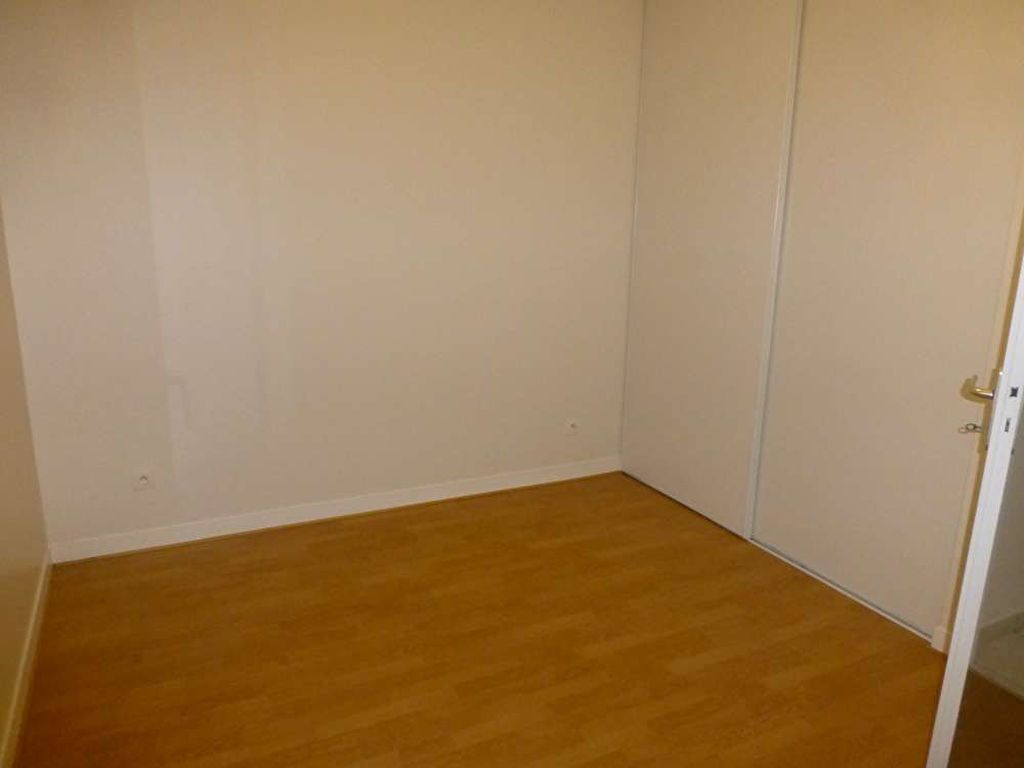 Appartement à louer 3 64.6m2 à Orléans vignette-5