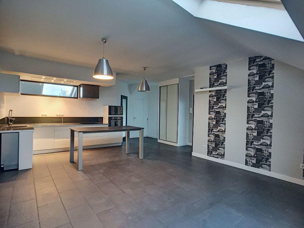 Appartement à louer 3 68.9m2 à Orléans vignette-2