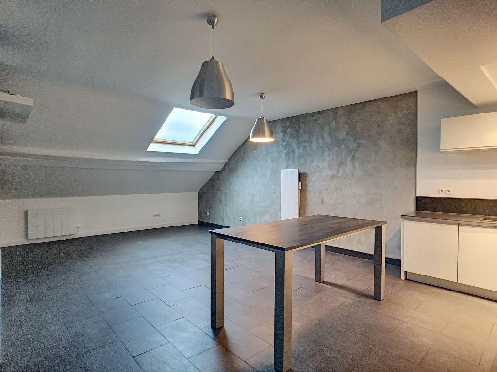 Appartement à louer 3 68.9m2 à Orléans vignette-3