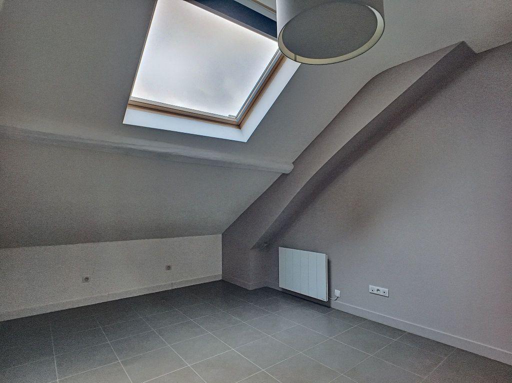Appartement à louer 3 68.9m2 à Orléans vignette-4