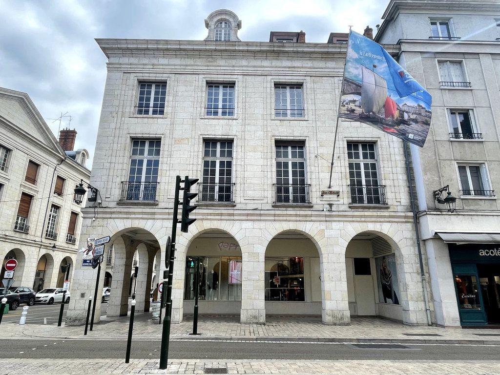 Appartement à vendre 5 134.18m2 à Orléans vignette-1