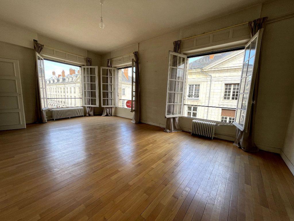 Appartement à vendre 5 134.18m2 à Orléans vignette-2