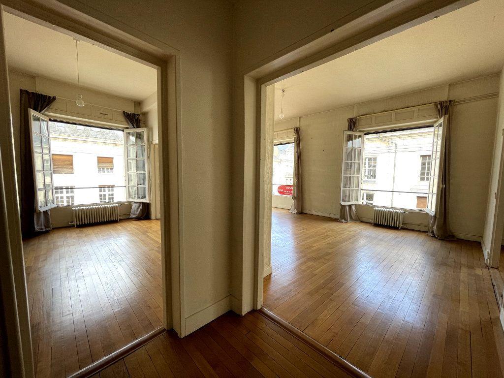 Appartement à vendre 5 134.18m2 à Orléans vignette-3