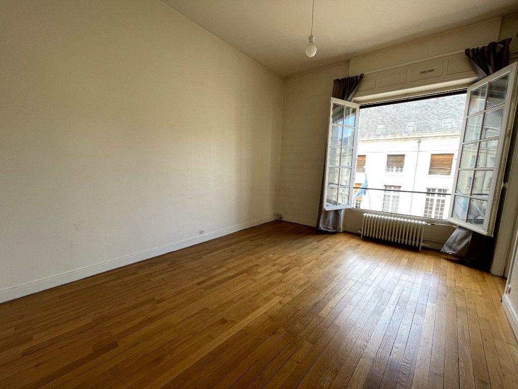 Appartement à vendre 5 134.18m2 à Orléans vignette-4