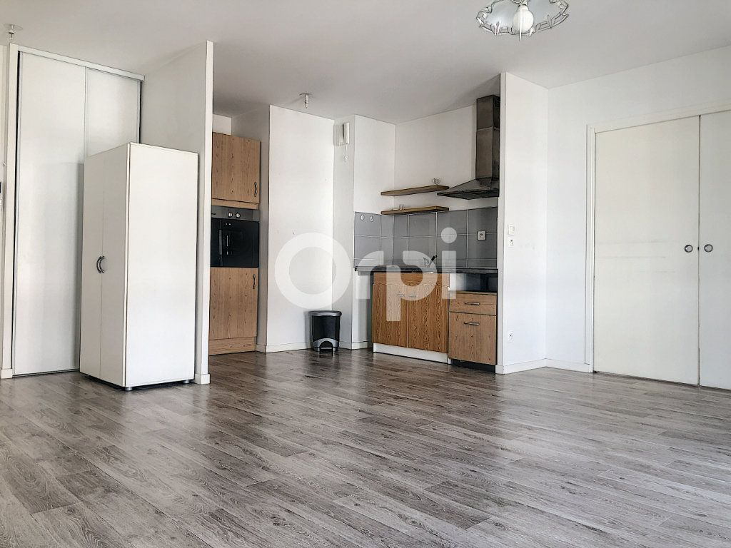 Appartement à louer 2 45.58m2 à Orléans vignette-2