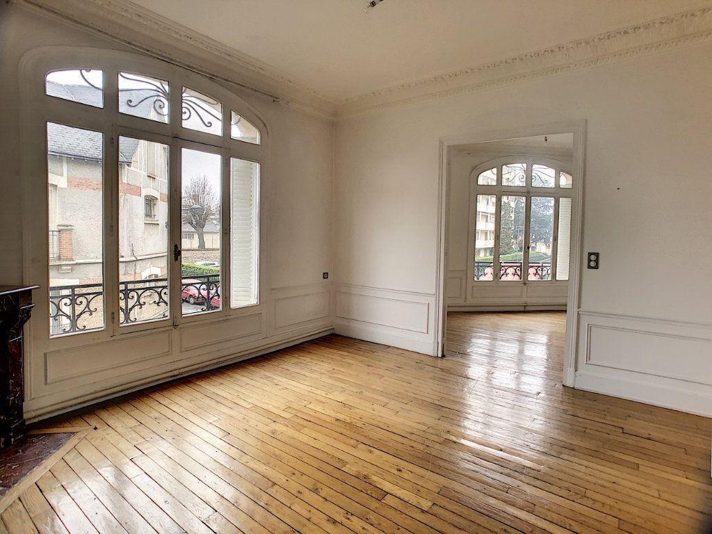 Appartement à louer 5 98.63m2 à Orléans vignette-1