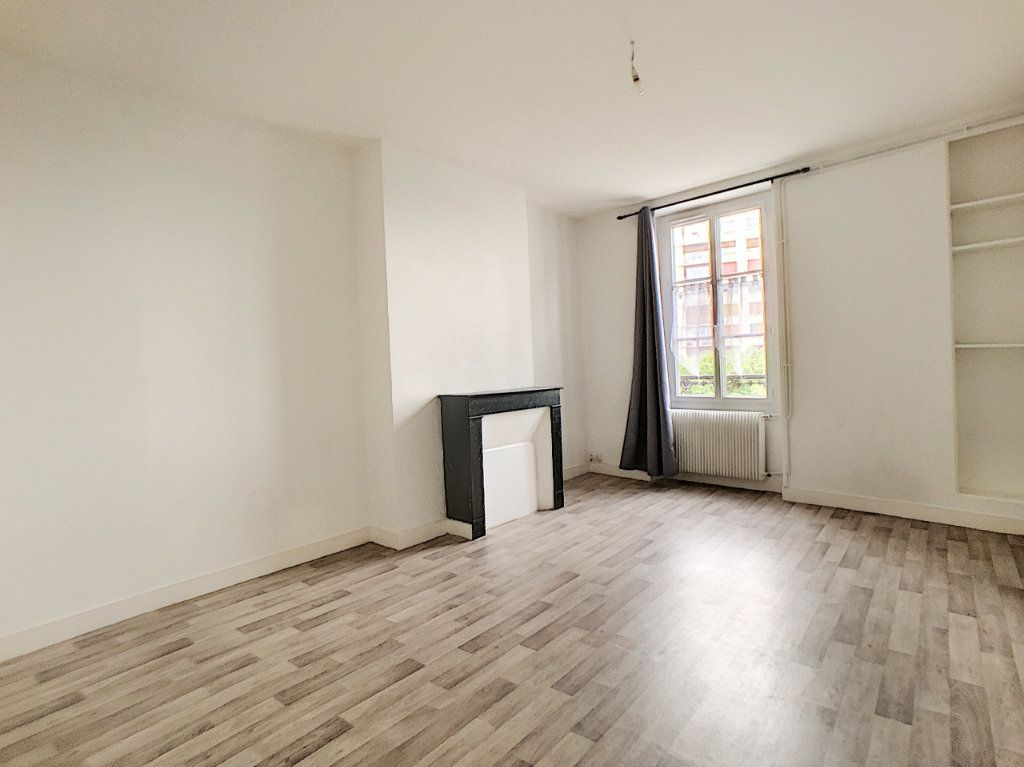Appartement à louer 1 34m2 à Orléans vignette-1