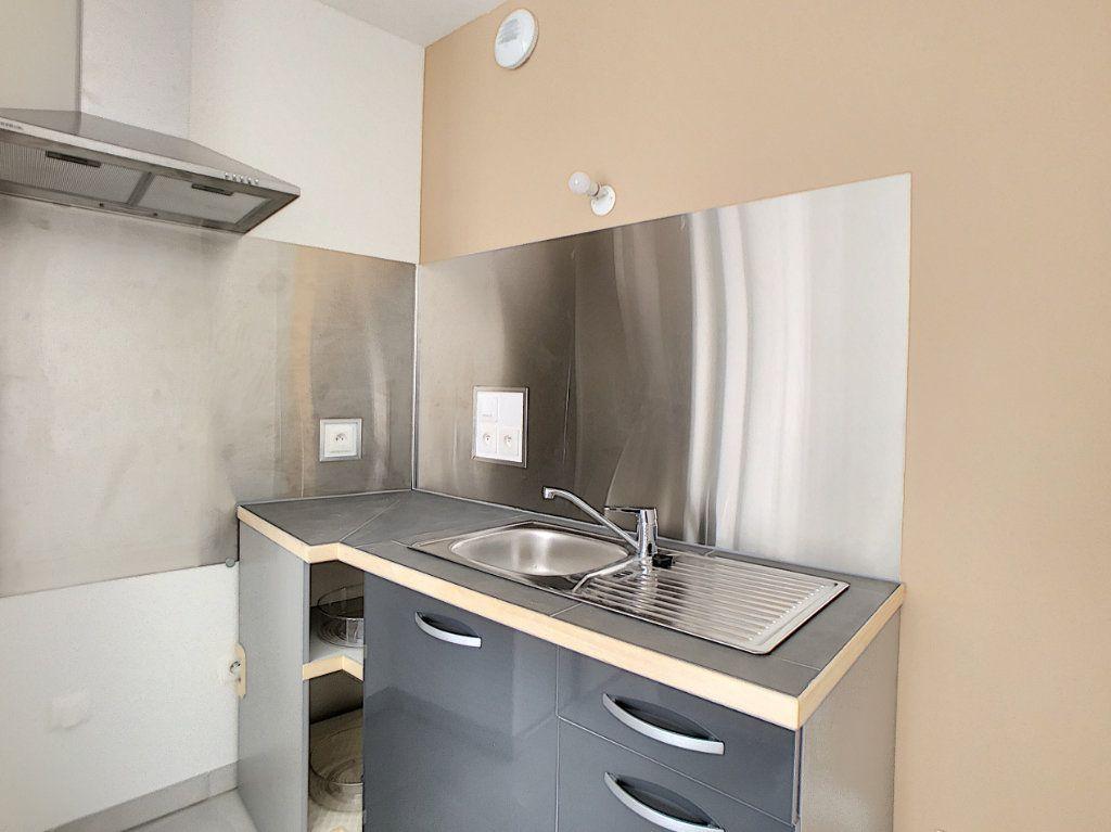 Appartement à louer 2 39.67m2 à Orléans vignette-4
