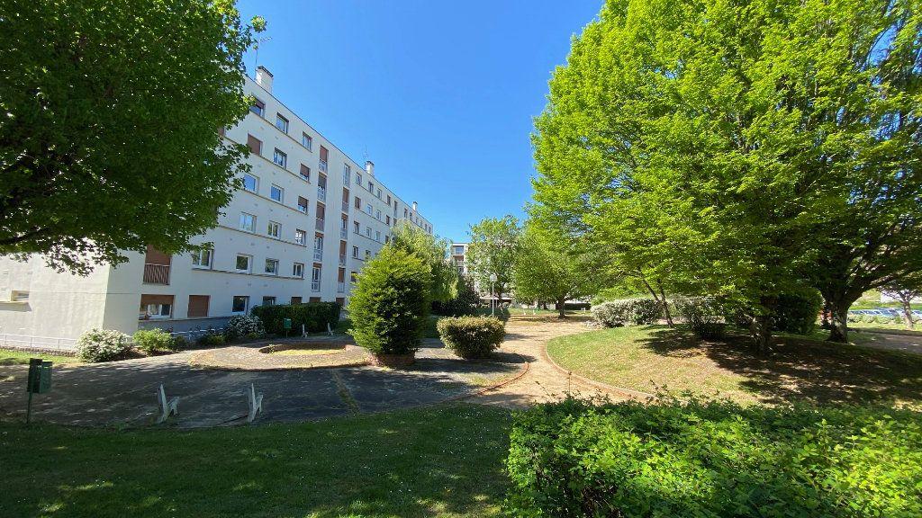 Appartement à vendre 4 89m2 à Saint-Jean-de-la-Ruelle vignette-2