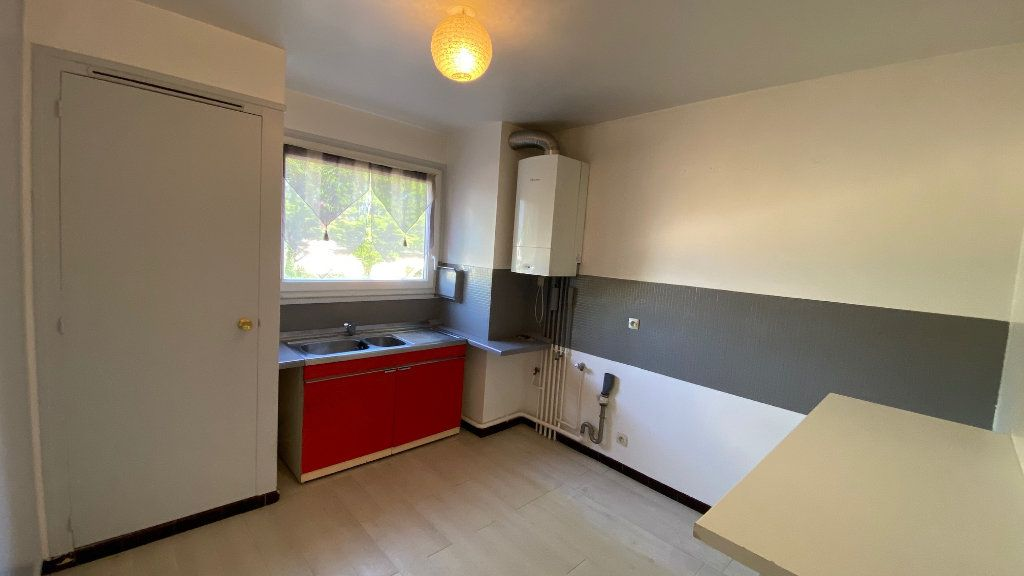 Appartement à vendre 4 89m2 à Saint-Jean-de-la-Ruelle vignette-3