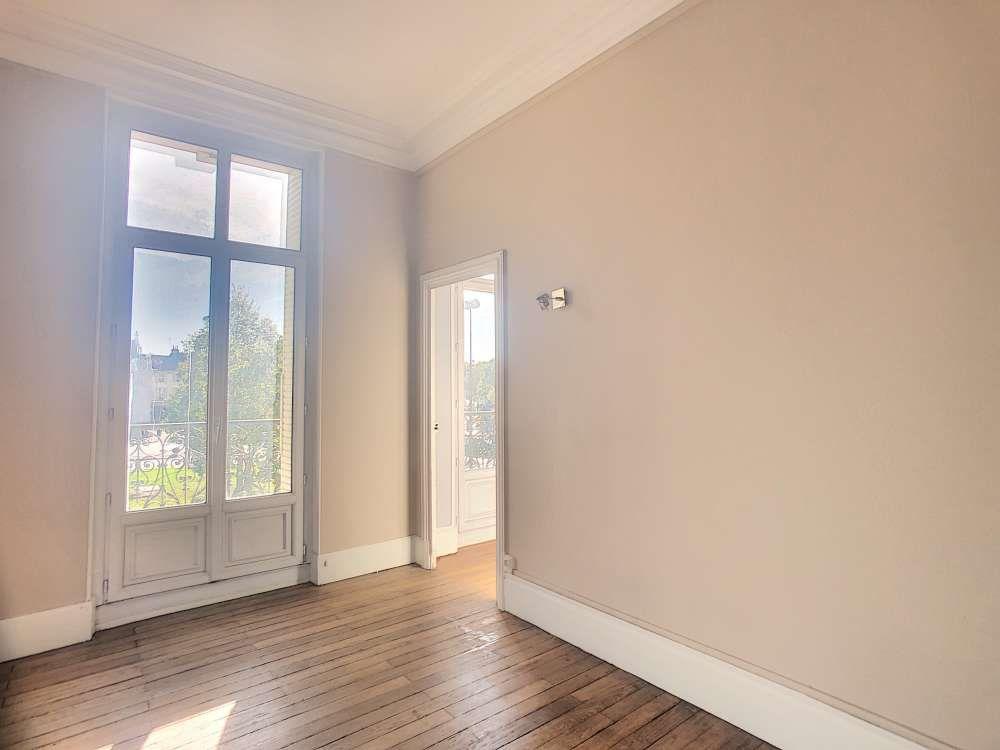 Appartement à louer 5 132.5m2 à Orléans vignette-2