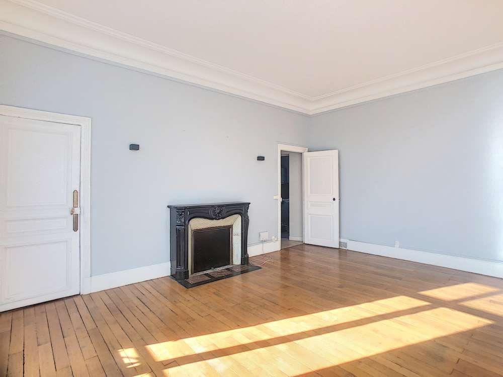 Appartement à louer 5 132.5m2 à Orléans vignette-3