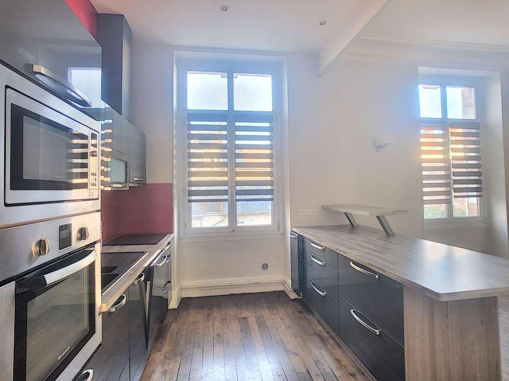 Appartement à louer 5 132.5m2 à Orléans vignette-4