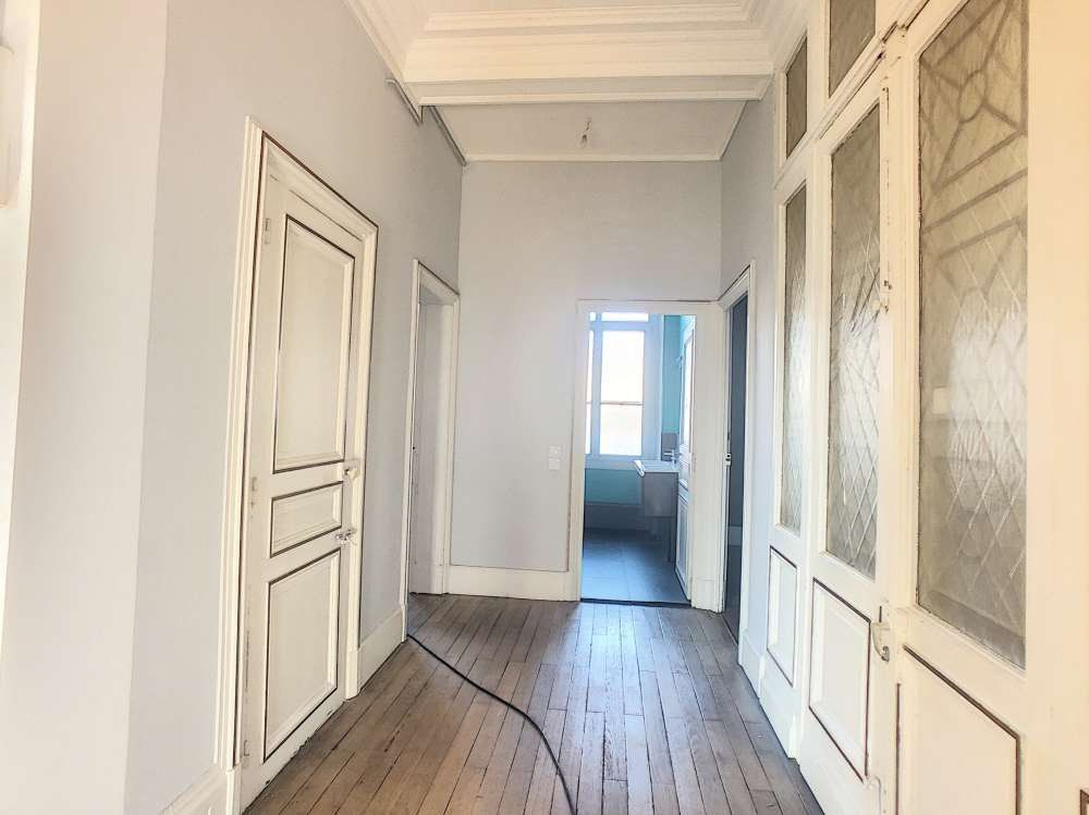Appartement à louer 5 132.5m2 à Orléans vignette-7