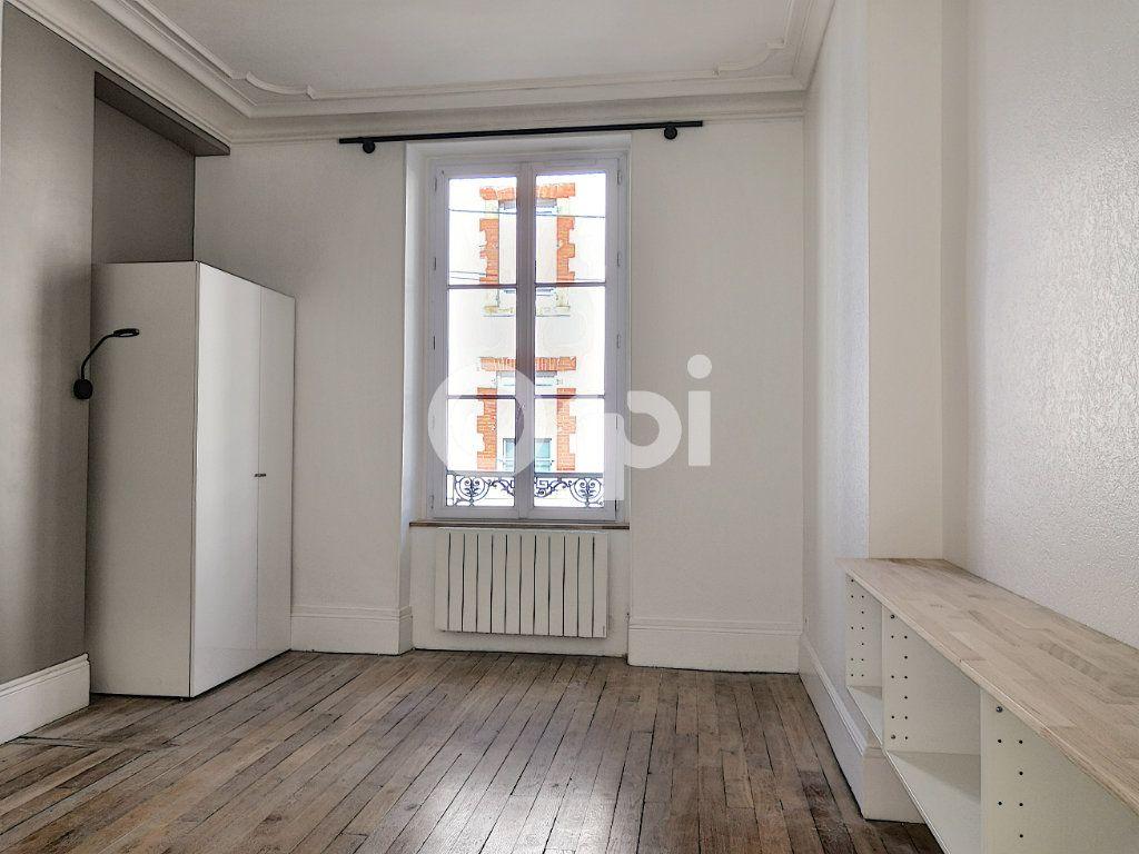 Appartement à louer 2 40m2 à Orléans vignette-1